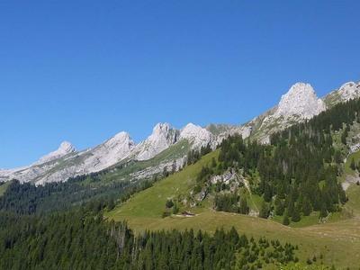 LE MONT CHARVET 2538 M dans Sommets de la Haute Savoie bOhBrJ1xfLTXHZ5Nh0KW073cfaM@400x300
