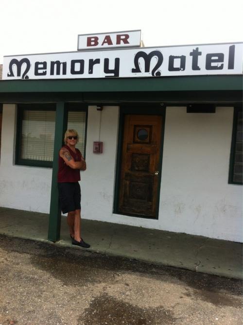 """richie sambora au """"bar memory hotel"""" montauk NY"""