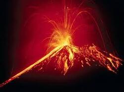 voici un volcan en eruption