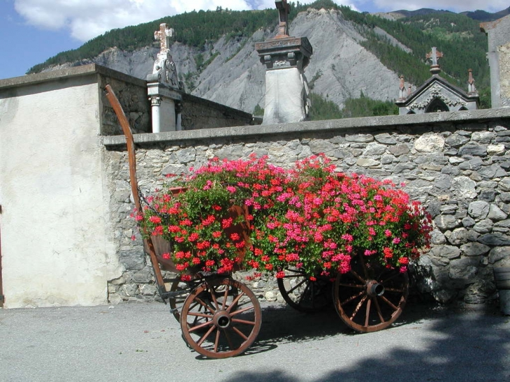 Chariot Fleurit - Faucon-de-Barcelonnette