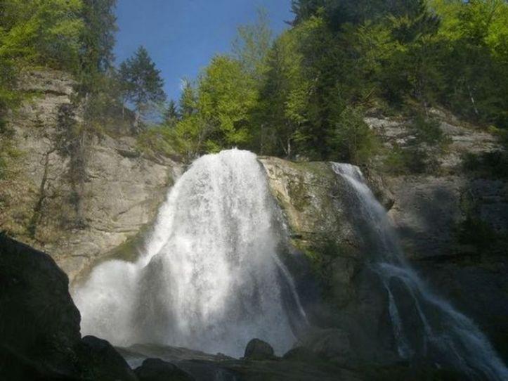 Bonjour.....      cascade du Dard en Haute-Savoie