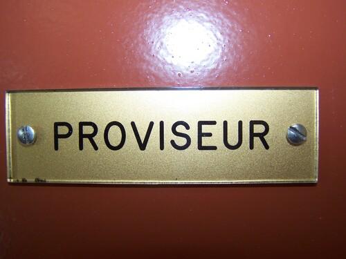 Vous êtes convoqué au bureau du Proviseur....
