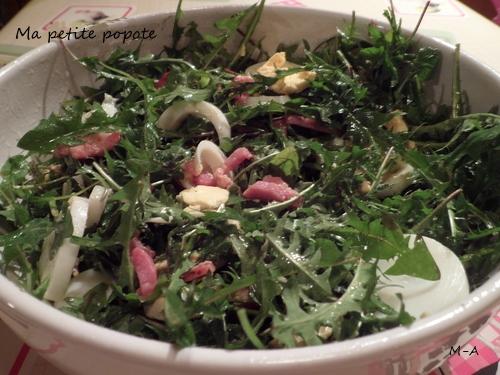 Salade de pissenlits, oeufs durs, lardons