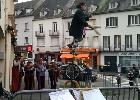 Animation de rue en association avec des jongleurs