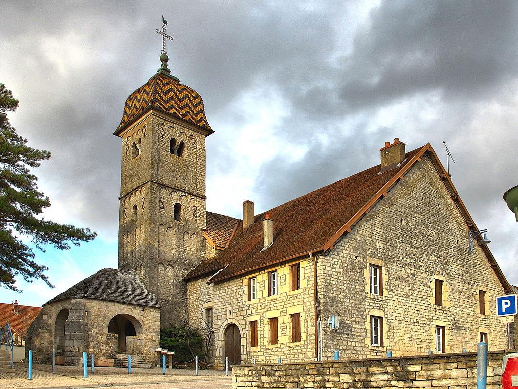 Boussières l'église et son porche du 16°.jpg