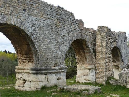Aqueduc romain et meunerie de Barbegal