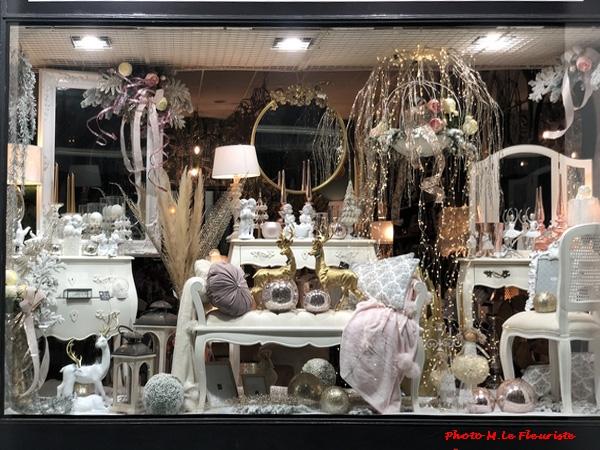 Monsieur le Fleuriste a décoré magnifiquement ses vitrines pour les fêtes de fin d'année...
