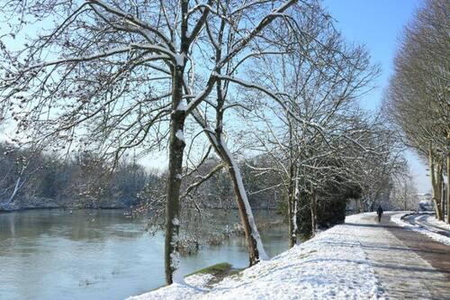 bon w.end à tous - ma ville sous la neige....
