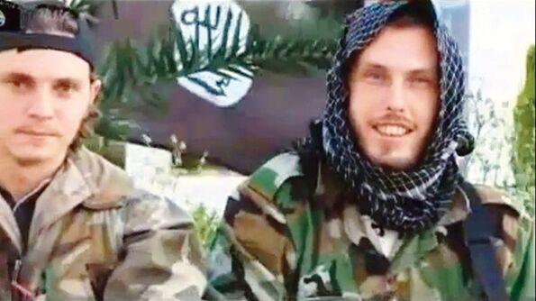 Jean-Daniel, 23ans, mort début août en Syrie, et son frère Nicolas, sur la vidéo de propagande pour le djihad postée sur Internet le 12juillet dernier.