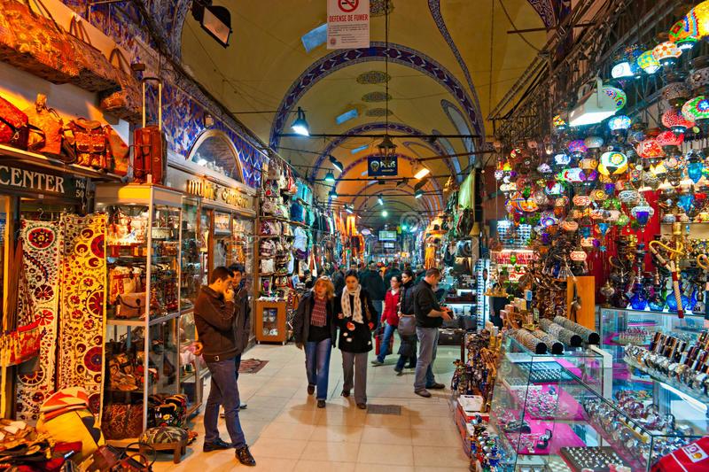 Le Bazar Grand Fait Des Emplettes à Istanbul. Photographie éditorial