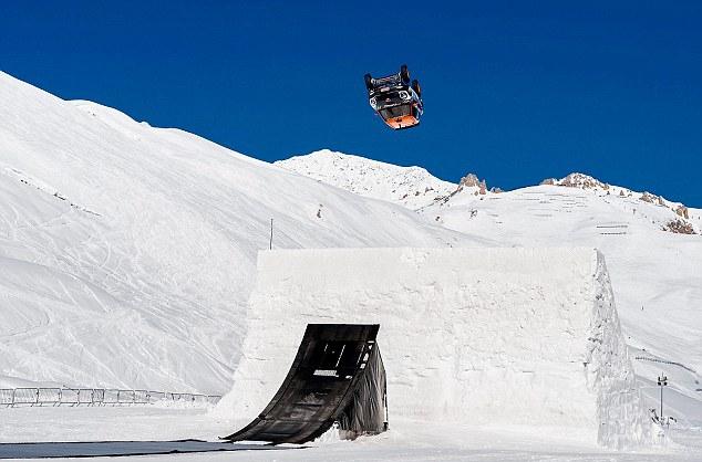 Guerlain Chicherit est le premier pilote à réussir un backflip sur neige avec une voiture