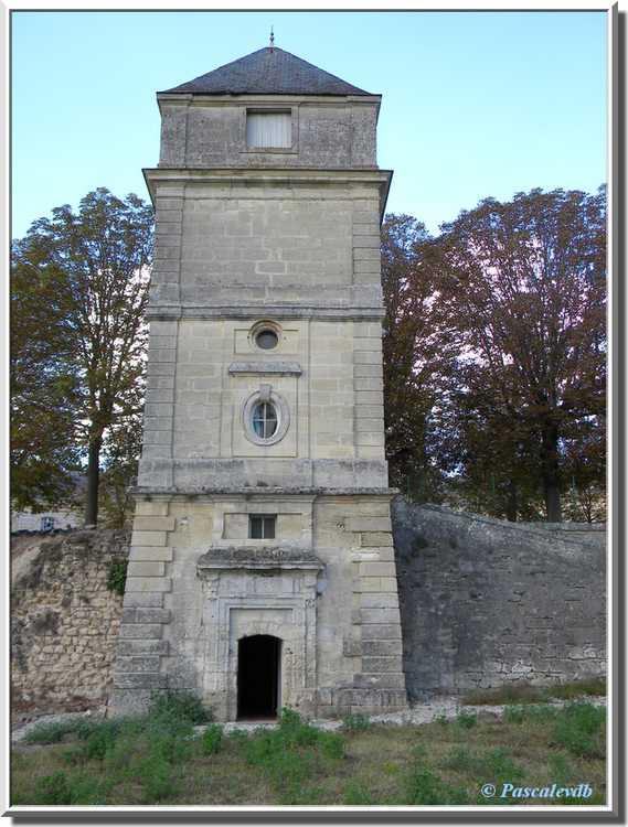 Château du Bouilh - la tour Victor Louis