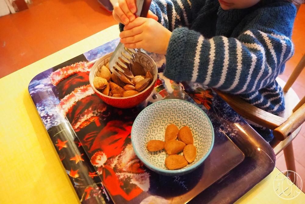 Ateliers de transvasement d'inspiration Montessori