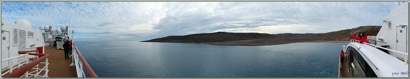 Panorama à 180° sur le paysage désertique autour de Guillemard Bay - Prince of Wales Island - Nunavut - Canada