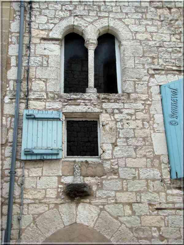Monflanquin Lot-et-Garonne fenêtre géminée