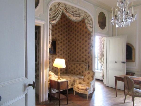 Les membres de l'Association Culturelle Châtillonnaise ont visité un château , superbement meublé, celui de la Motte-Tilly