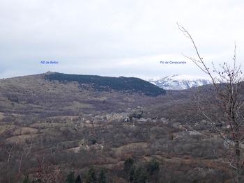 Vers l'Ouest, le village de Dorres et la Chapelle ND de Belloc