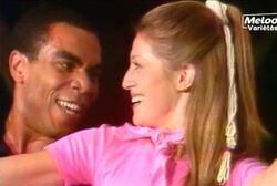 14 juillet 1977 / LA BASTILLE EN CHANTANT