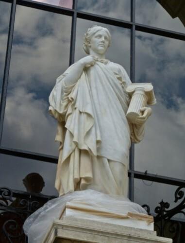 Galliera statue 1