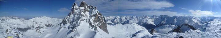 Panorama du sommet du pic Peyreget (2487 m)