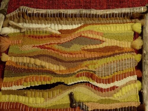 Laine et bois mêlés, pour profiter des teintes subtiles des couleurs végétales