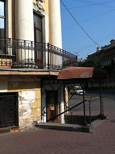 St Pétersbourg , echoppes en s-sol