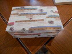 Carton Tissu et colle ......une boite