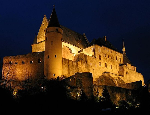 vianden castle night