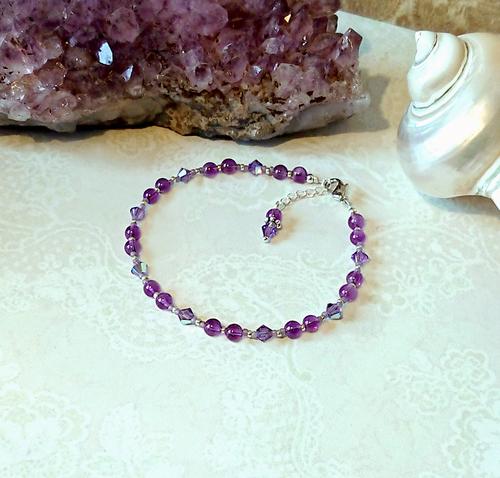 Bracelet violet pierre améthyste et cristal de Swarovski vert 4mm / plaqué argent