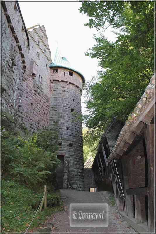 Alsace Haut-Koenigsbourg Les Lices Nord Suivez le Guide