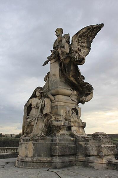 Angoulême 42 statue Carnot