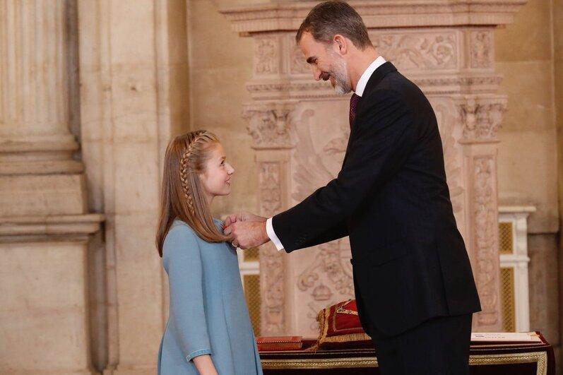 Leonor reçoit la Toison d'Or