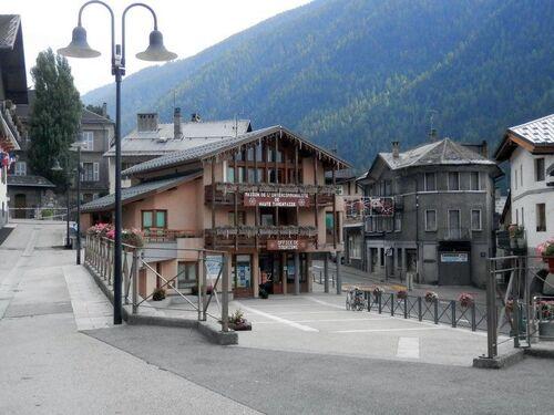 Le bourg de Seez