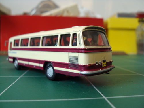 Autocar Mercedes 0-302 de Wiking