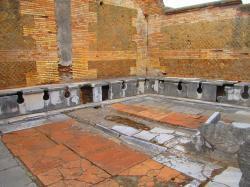 Antiques latrines d'Ostia - Italie