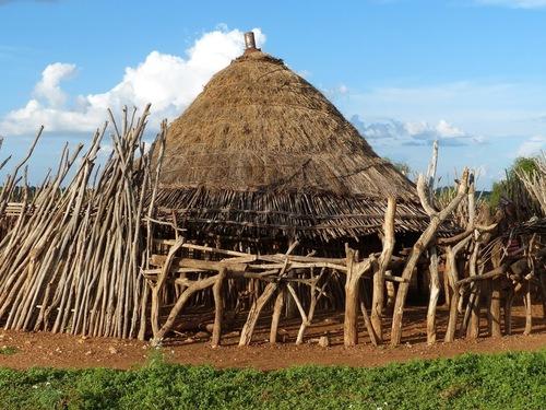 arrivée dans un village de la tribu des hamers