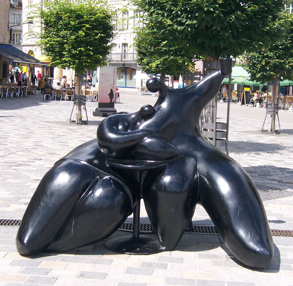 sculpture Jean-Louis Toutain câlin en terrasse