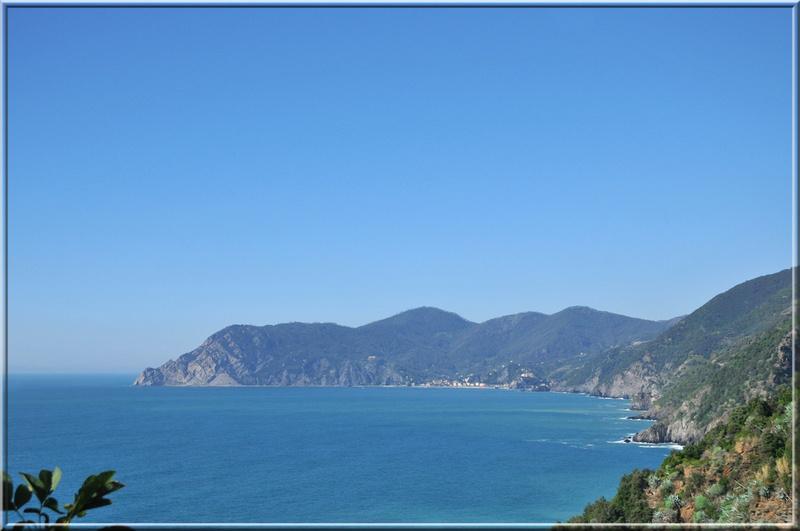 Italie, les 5 Terres : de Corniglia, vue vers Monterosso al Mare