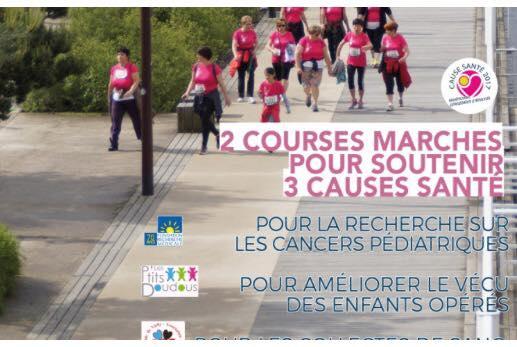 L'image contient peut-être: une personne ou plus, personnes debout, personnes qui marchent et plein air