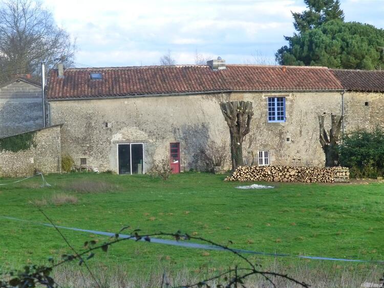 Au fil de ma balade à Lussac,Charente.
