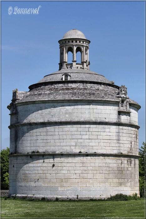 Colombier Abbaye de Montierneuf XVIème siècle Saint Agnant Charente-Maritime: