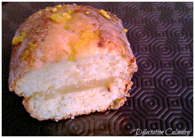 Cake fourré à la crème de citron et glaçage royal