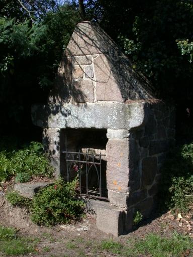 Pleumeur-Bodou, fontaine Saint-Uzec