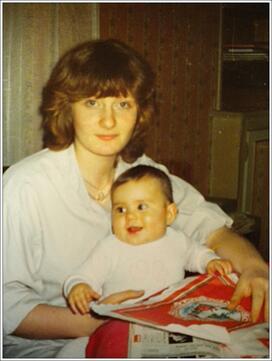 L'image contient peut-être: une personne ou plus, enfant et bébé