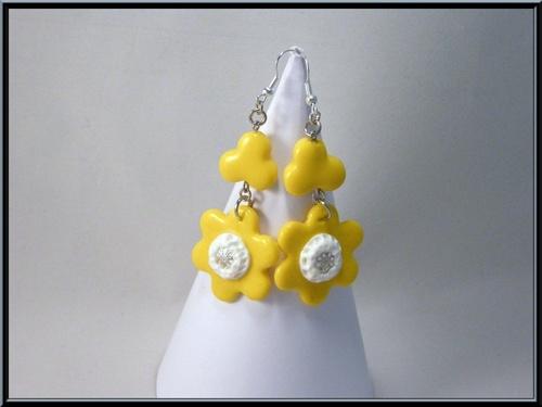 Boucles d'oreille fleur jaune en pâte polymère Fimo