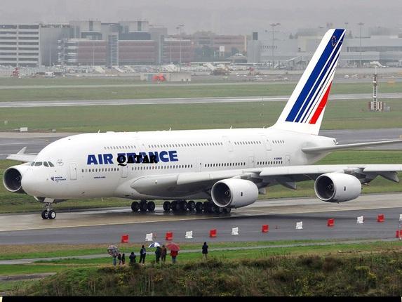 Le jambon, c'est fini à Air France ? Ils font quoi les bonnets rouges-producteurs de porc ?