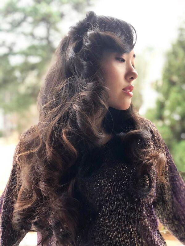 Elena House, chanteuse