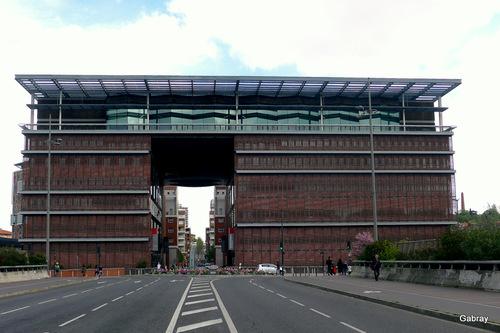 Toulouse: la médiathèque José Cabanis...