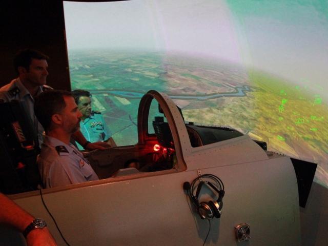 Felipe à la base aérienne