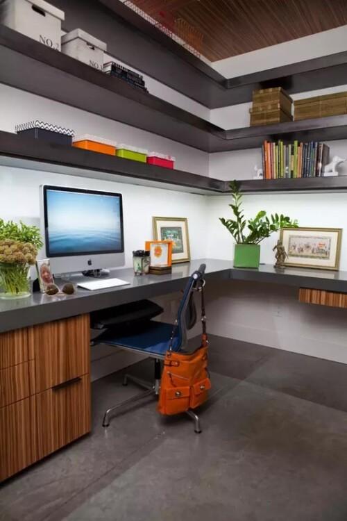 La fonction et l'apparence pour un bon bureau d'ordinateur